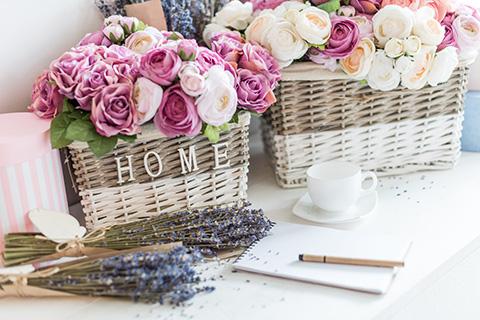Cvetni aranžmani u korpama su uvek u modi