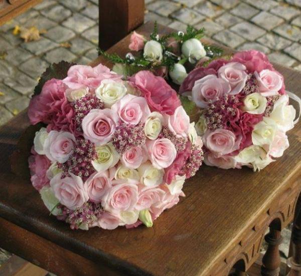Bidermajer belo roze ruže