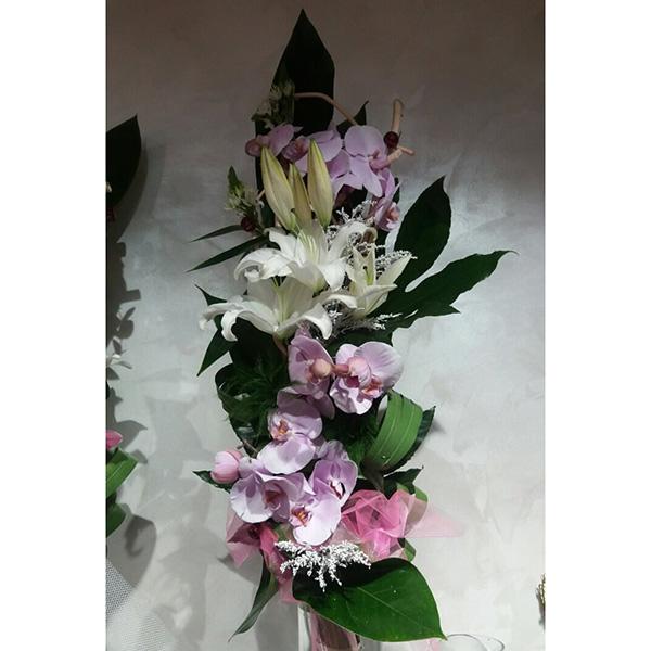 Buket penelopsis orhideja, orjentalni ljiljan