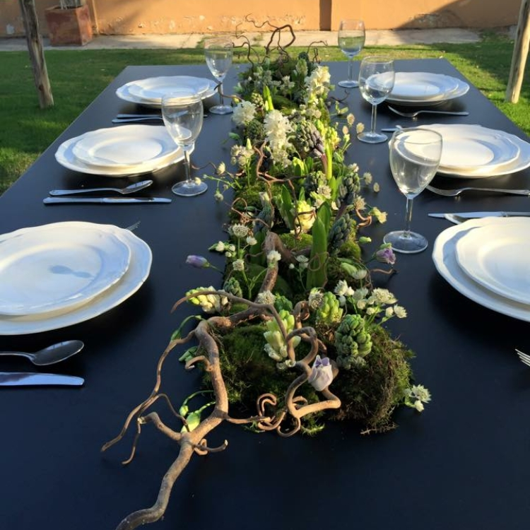 Cvetni aranžman za sto u saliksu