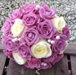 Bidermajer pink ruže sa biserima