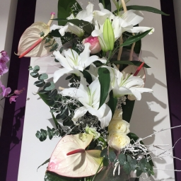Buket orjentalni ljiljan, anturijum, ruže
