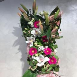 Buket sa orjentalnim ljiljanima, orhidejama