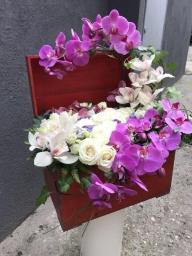 Cvetni aranžman u koferu