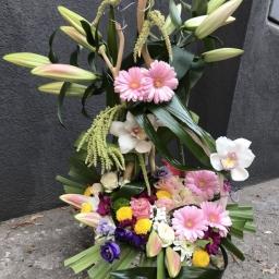 Cvetni aranzman sa orjentalnim ljiljanima