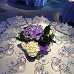 Cvetni aranžman za sto sa hortenzijama