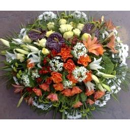 Venac ruže, ljiljani, hrizanteme, anturijum i ornitogalum