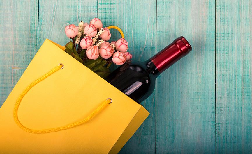 Vino i cveće kao poklon za slavu