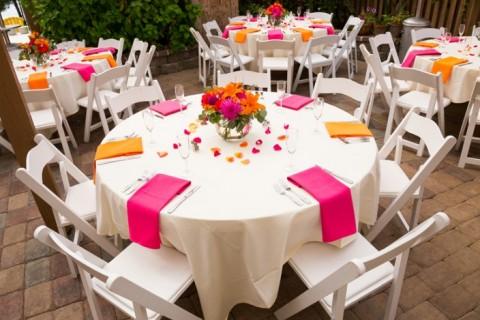 Cvetni aranžmani za svadbe i dekoracija stola su lični pečati svadbe