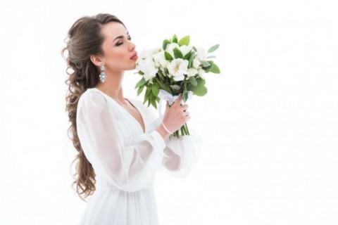 Buket cveća kao savršen poklon za mladu