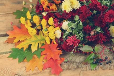 Cvetni aranžmani u bojama jeseni