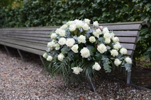 Cveće za sahrane – šta je prigodno poneti