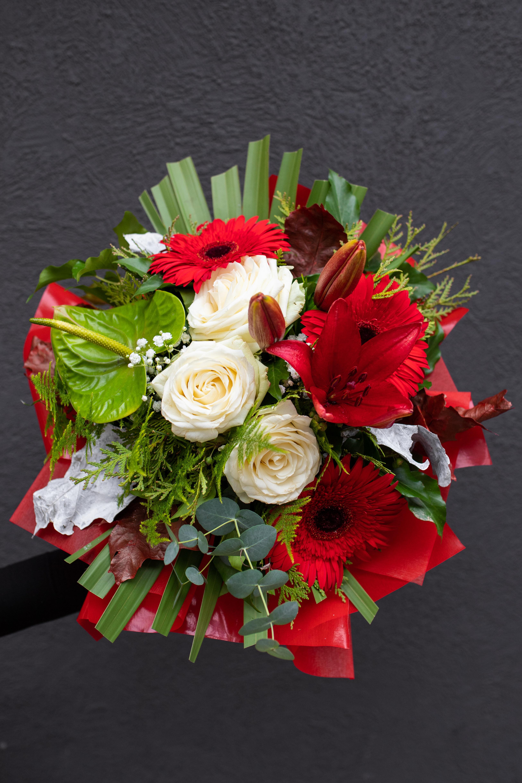 Buket anturijum, ruže, ljiljan