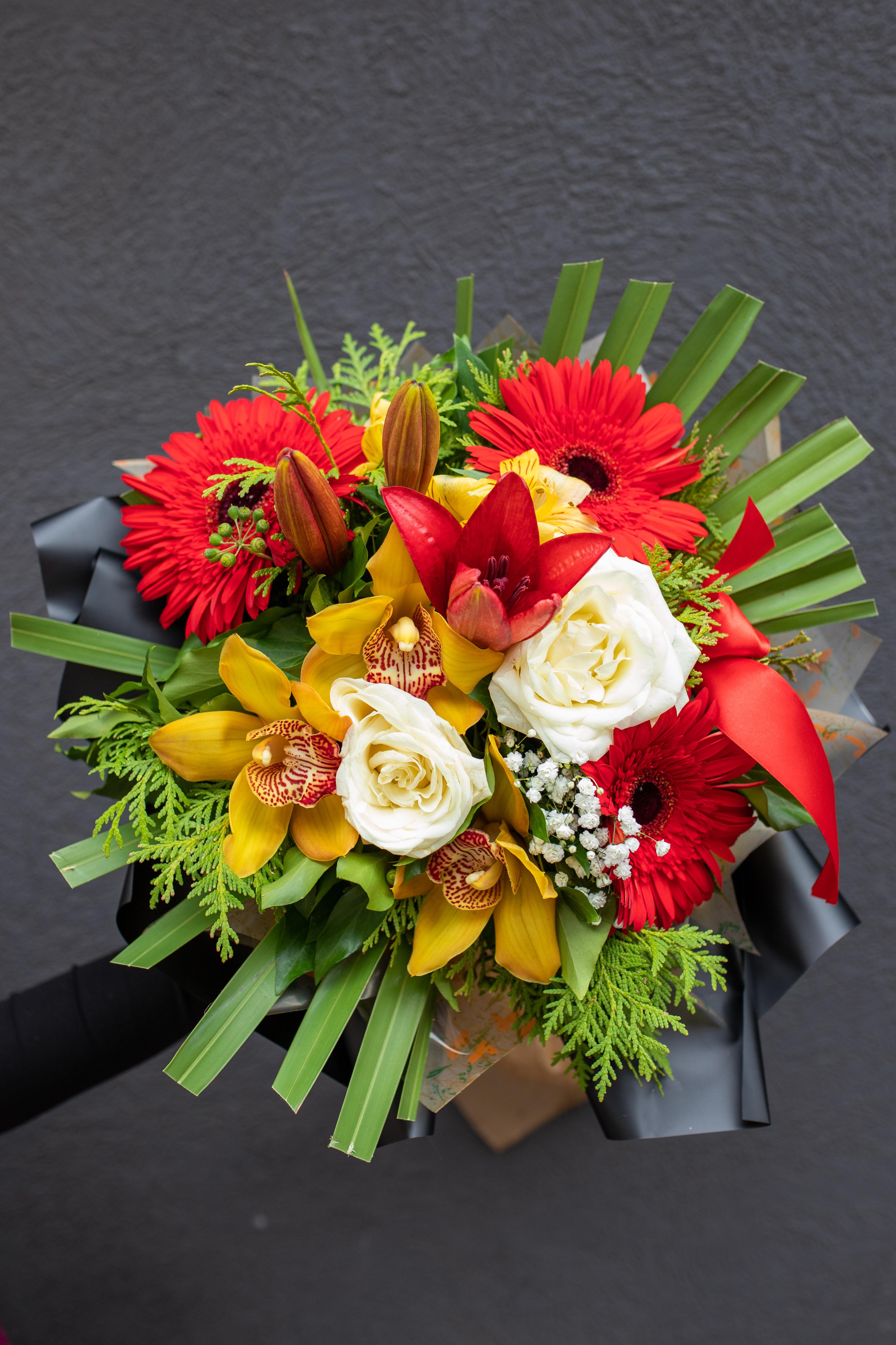 Buket Orhideje, ruže, ljiljan