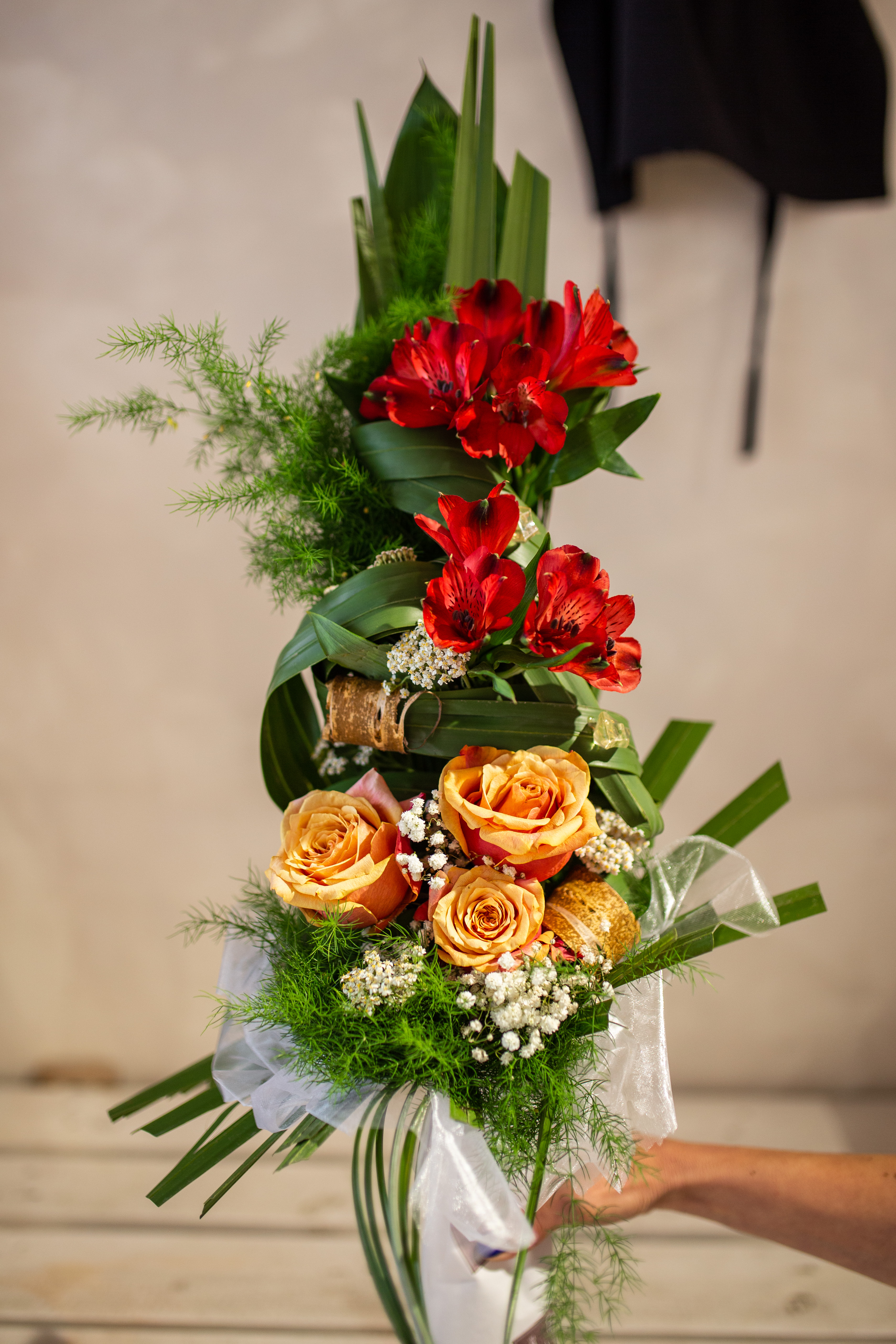 Buket ruže i alstromerije