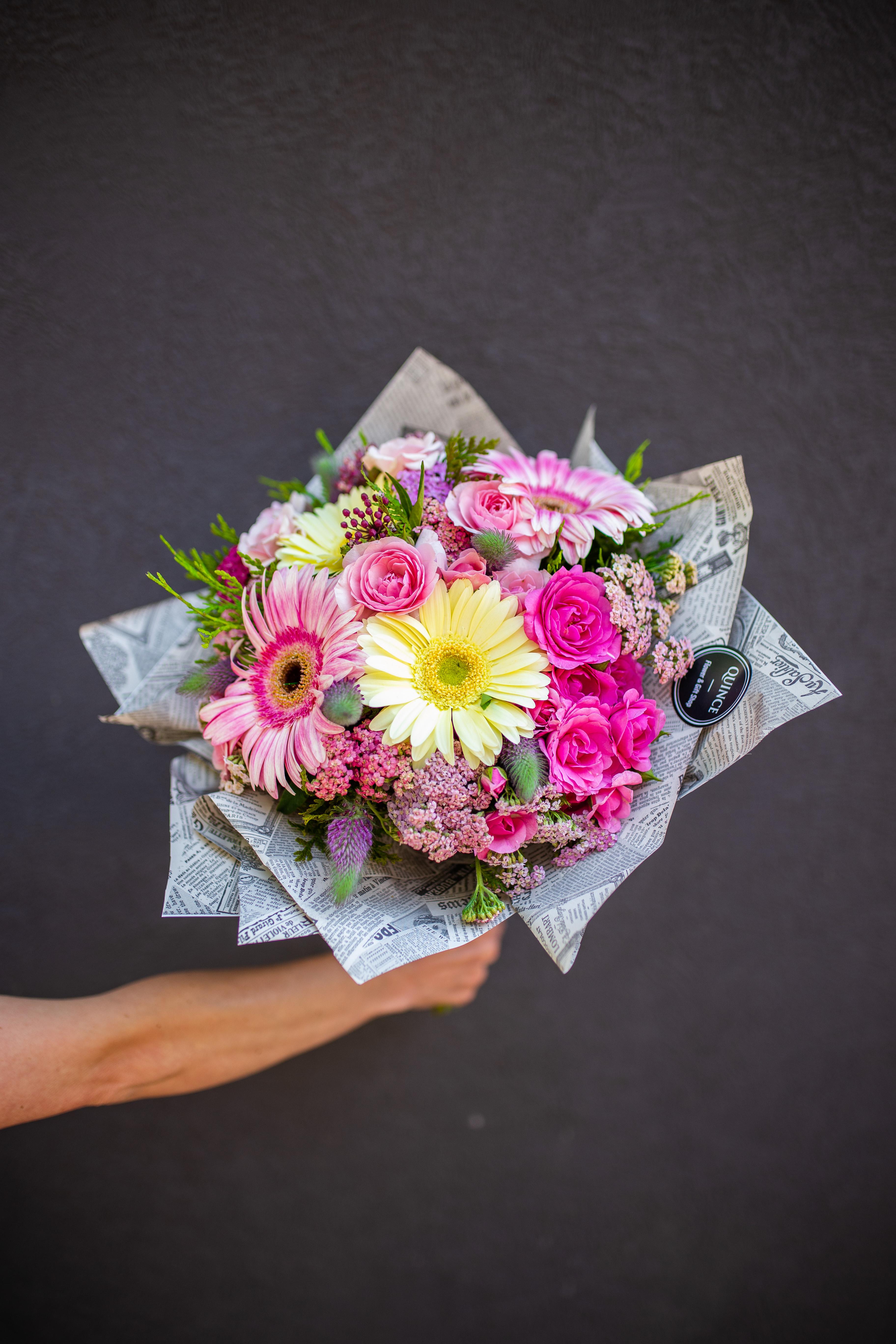 Buket sa ružama i gerberima