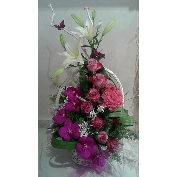 Cvetni aranžman orhideja vanda, ruža i ljiljan