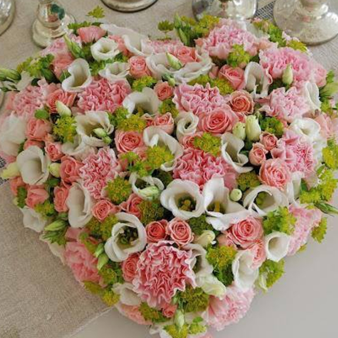 Cvetni aranžman romantično srce 2