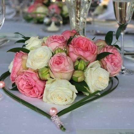 Cvetni aranžman za sto ranunkule