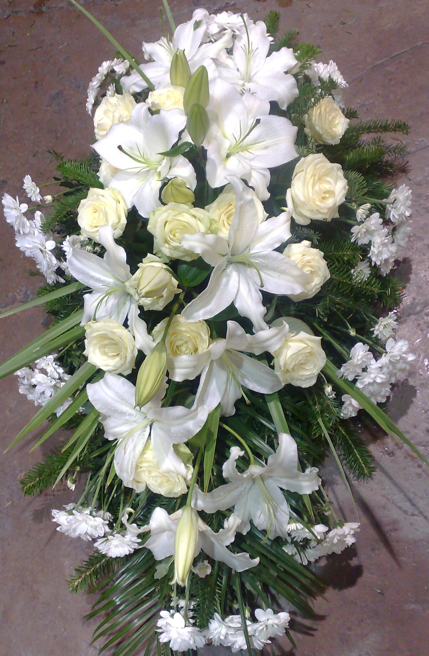 Suza ljiljani, ruže i hrizanteme