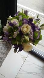 Bidermajer ruže i lizijantus