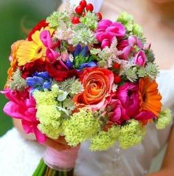 Bidermajer sa šarenim cvećem