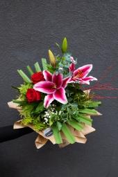 Buket orjentalni ljiljan i ekv ruže