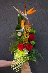 Buket strelicija i crvene ruže
