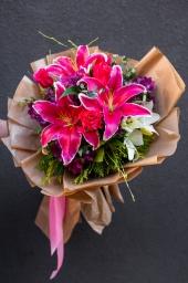 Cvetni aranžman orjental I beli ljiljan
