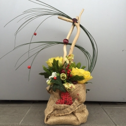 Cvetni aranžman sa saliksom