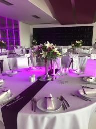 Cvetni aranžman za venčanje beli ljiljan, ljubičasta alstromerija