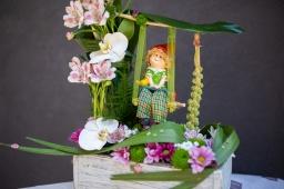 Cvetni aranzman ljuljaška