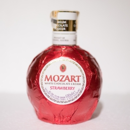 MOZART LIKER white chocolate cream strawberry
