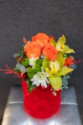 Ruže I orhideje u kutiji