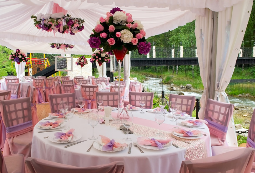 Dekoracija mladenačkog stola - dekoracija stola za večnanje svadbu